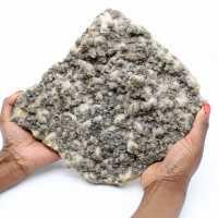 Grande lastra di quarzo con cristalli di pirite e sfalerite (blenda)