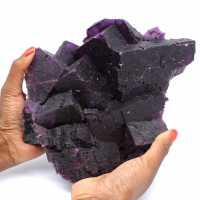 Eccezionale cristallizzazione di fluorite viola scuro