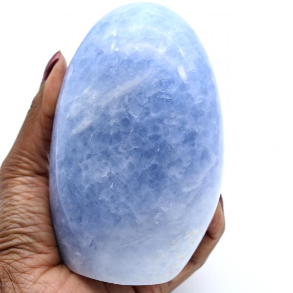 Roccia di calcite blu lucidata