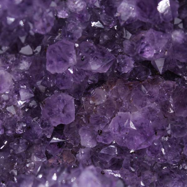Geode di ametista con cristallo di calcite