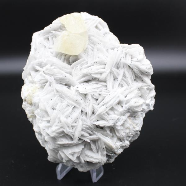 Cristalli di calcite gialla su barite bianca